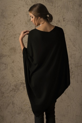 beryl_poncho_vicunia_black_women_back_1