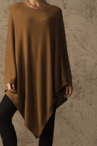 beryl_poncho_vicunia_camel_women_front_detail_1